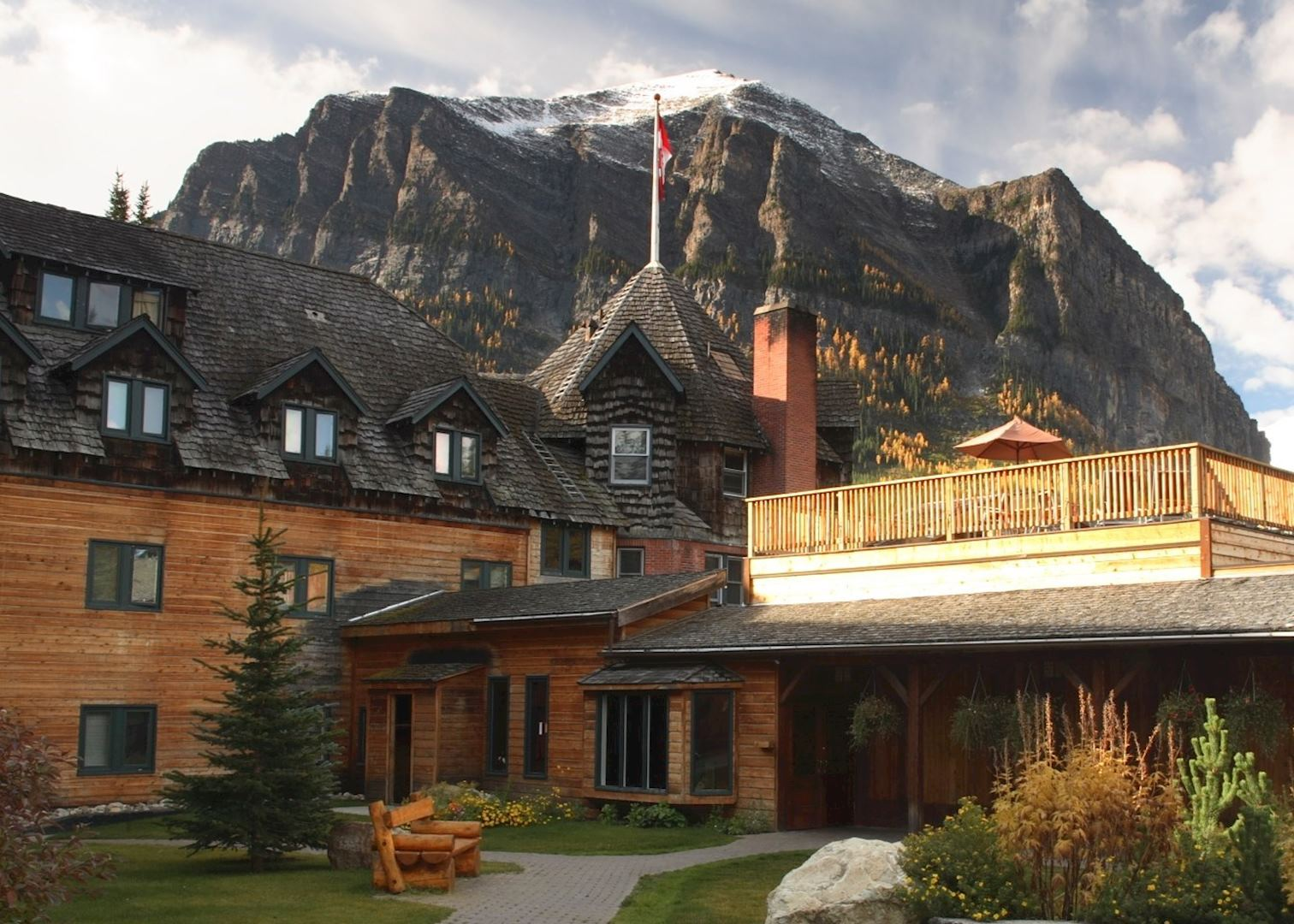 deer lodge hotels in lake louise audley travel. Black Bedroom Furniture Sets. Home Design Ideas