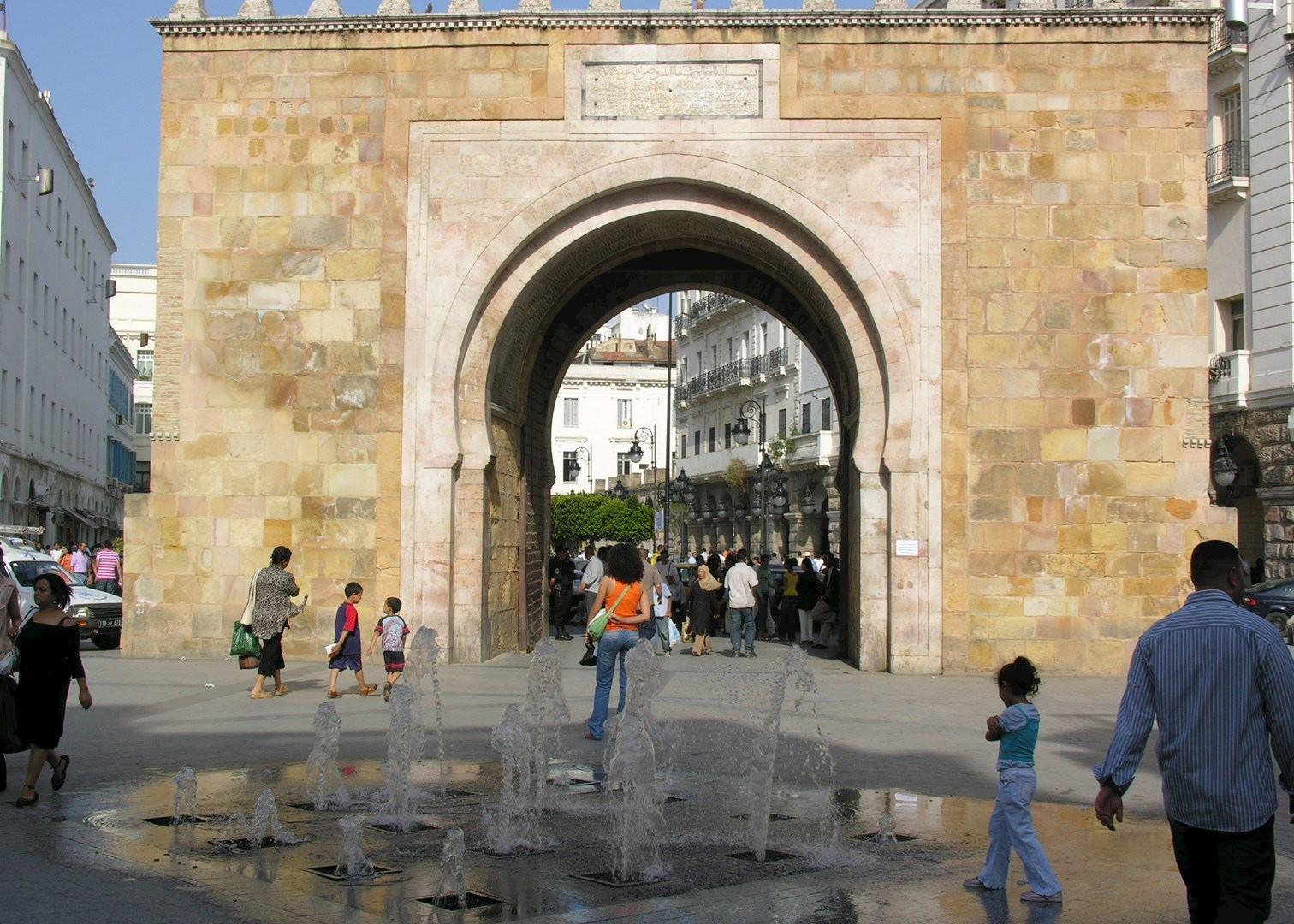 Resultado de imagem para main gate to tunis medina