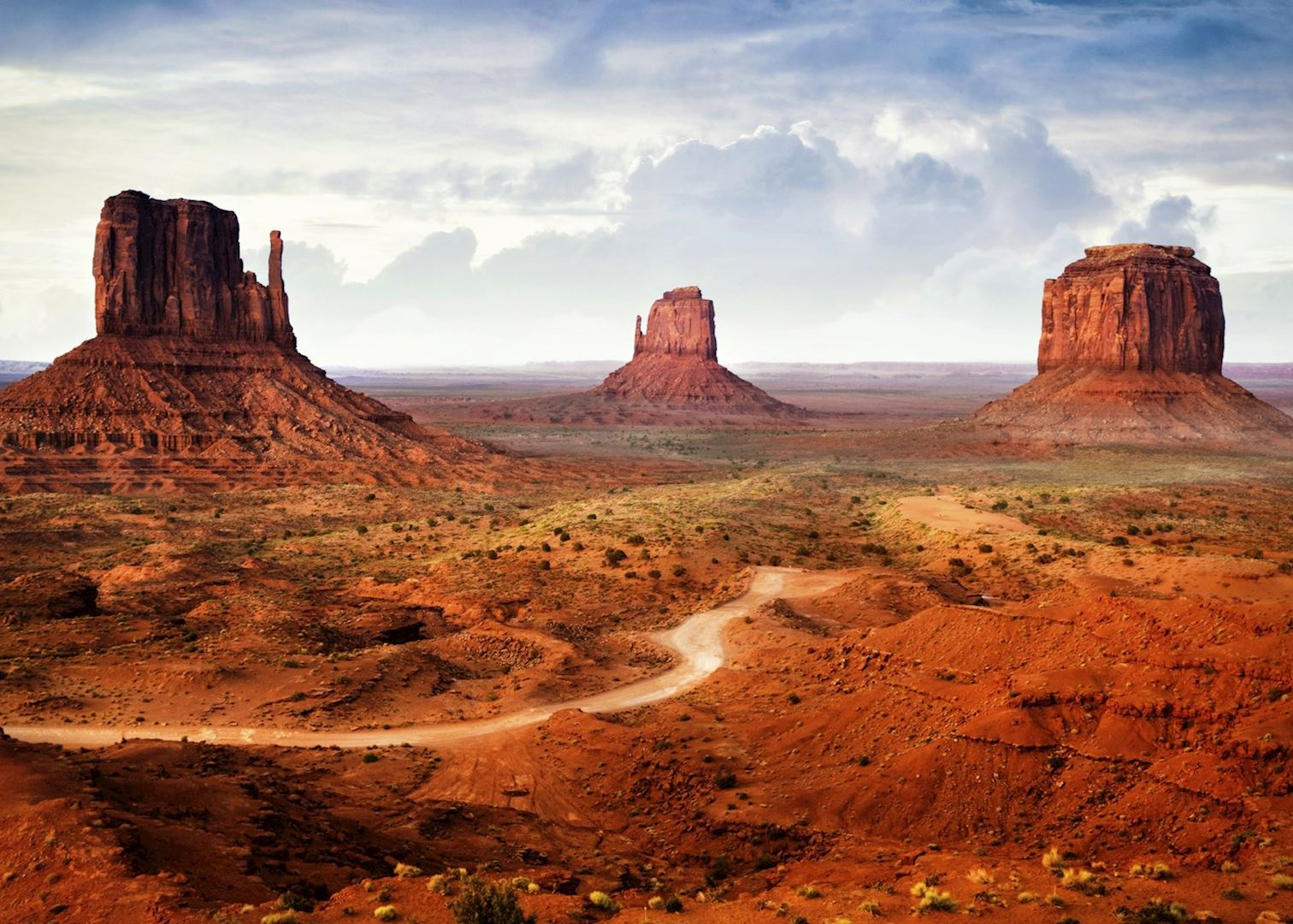 monument valley The view hotel is the only hotel located inside monument valley unsurpassed views and hospitality, it is the newest and most popular lodge in the are.