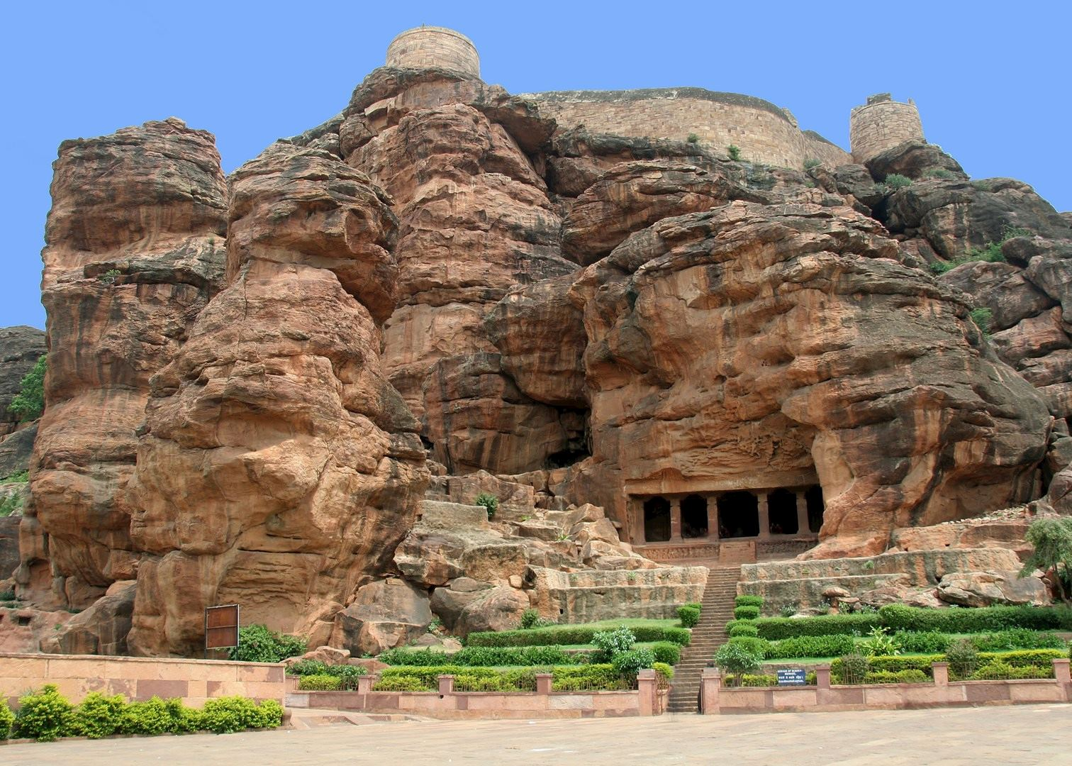 badami caves india A small yet appealing town, badami positions itself in the gorgeous state of karnataka famed for its rock carvings and temple architecture, the town invites you for.