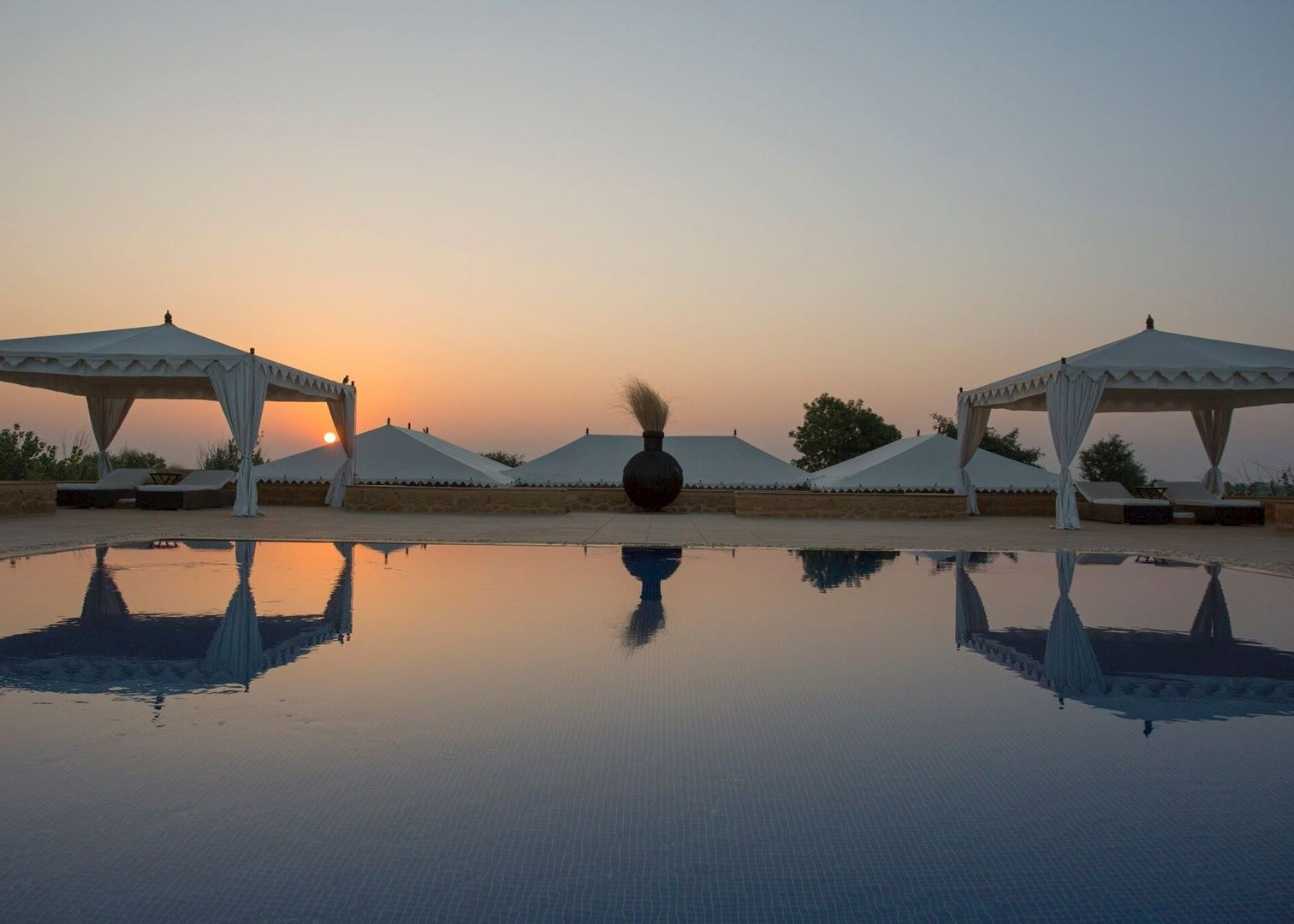 The serai hotels in jaisalmer audley travel - Jaisalmer hotels with swimming pool ...