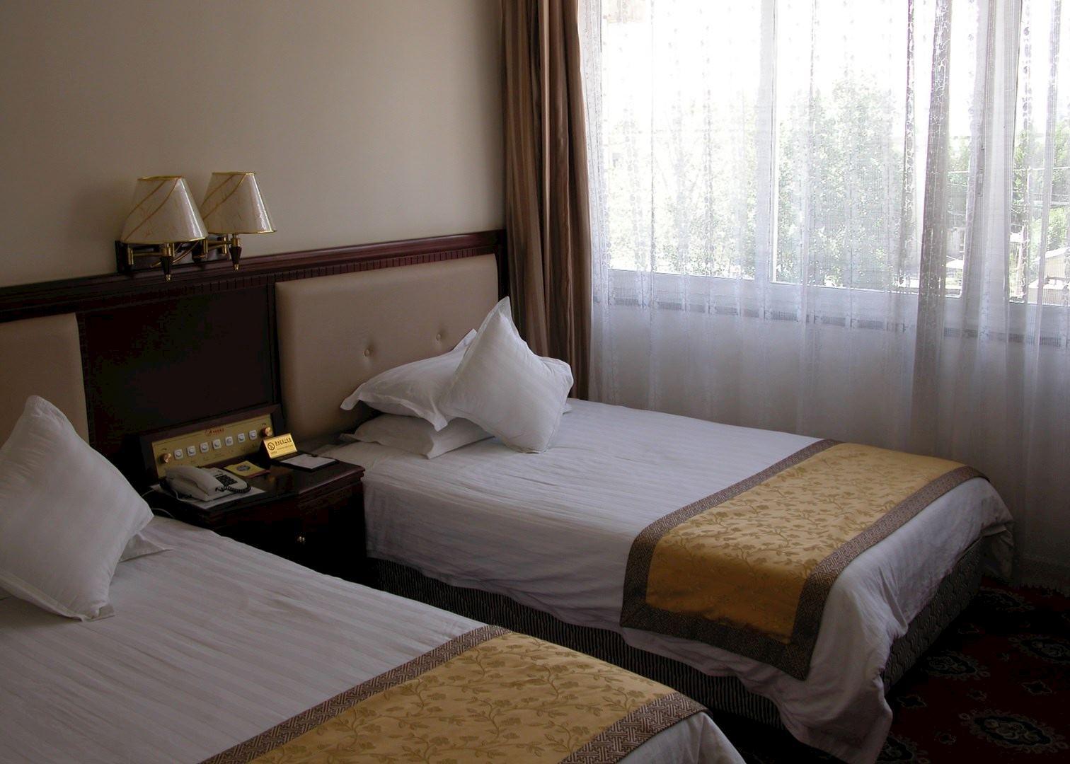 Resultado de imagem para shigatse hotel tibet