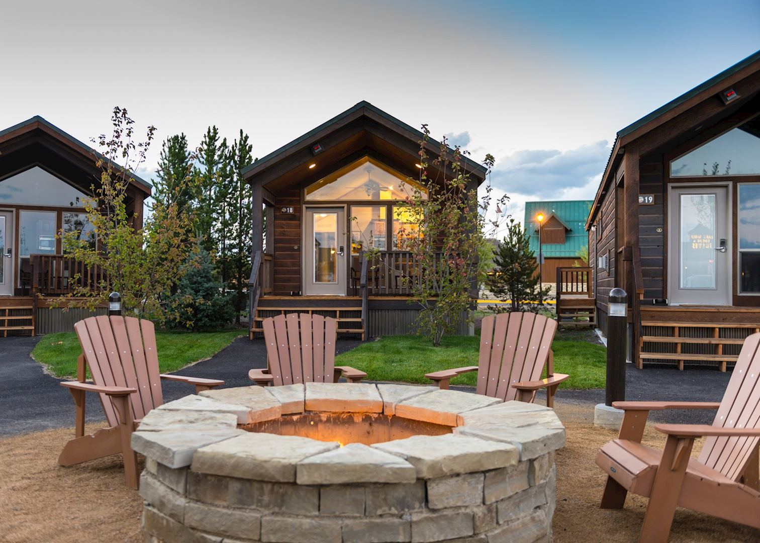 cabins mountainside montana camping campgrounds photos west deluxe yellowstone park room