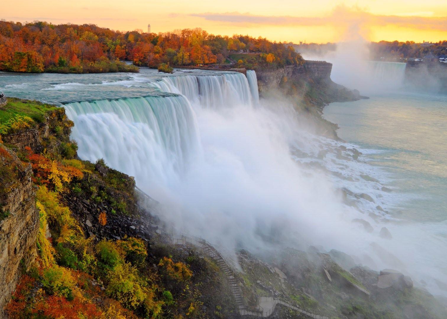 Hotels Near Horseshoe Falls Canada