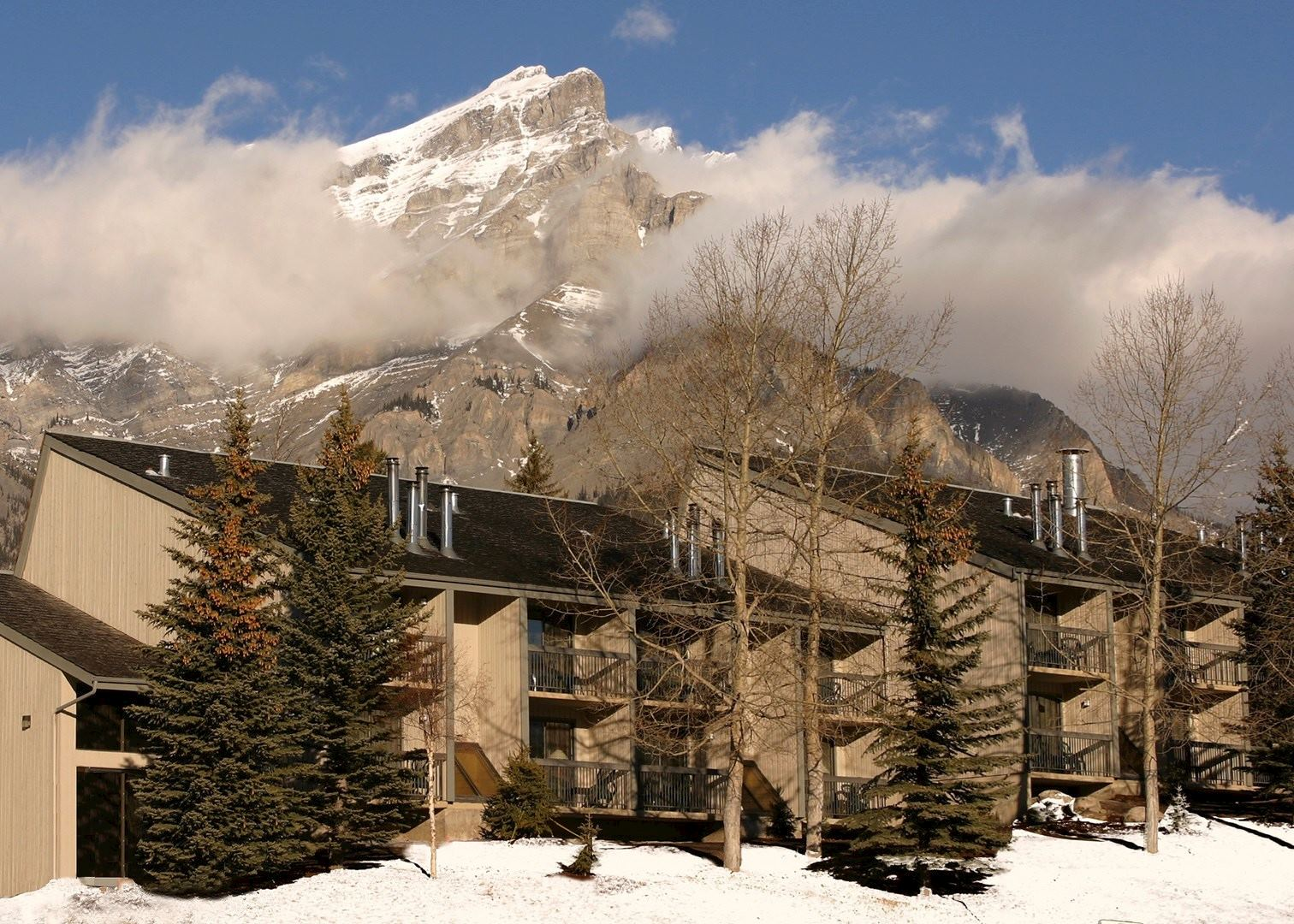 tunnel mountain resort hotels in banff audley travel. Black Bedroom Furniture Sets. Home Design Ideas