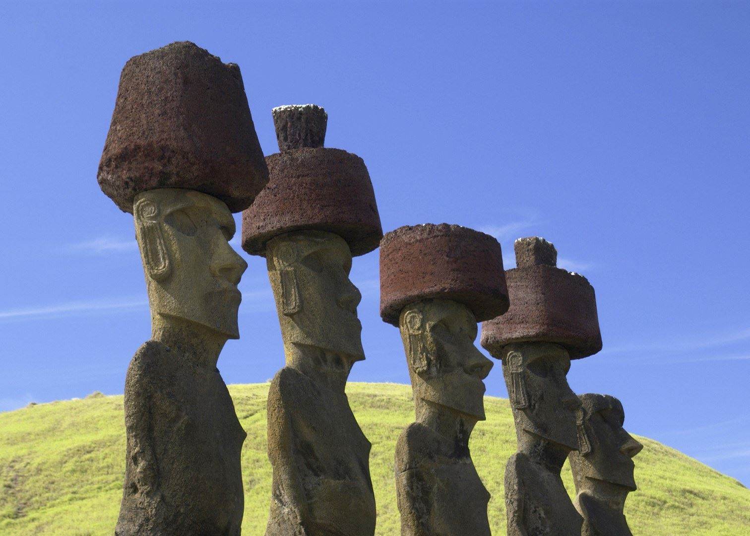 easter island Known officially as rapa nui, chances are you know this polynesian island in the south pacific as easter island (or isla de pascua in spanish).
