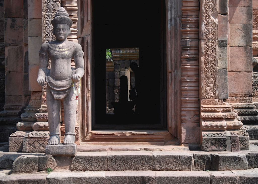 A hindu deity guards the entrance to the central prasat at Phanom Rung
