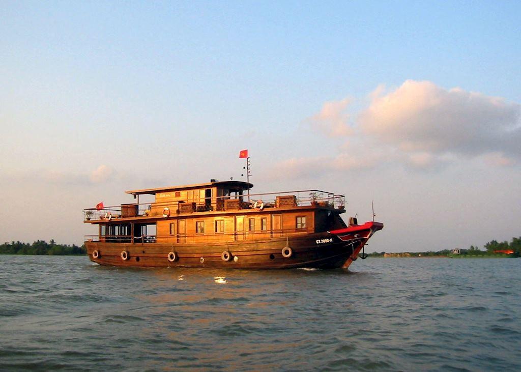 Bassac Boat, Saigon