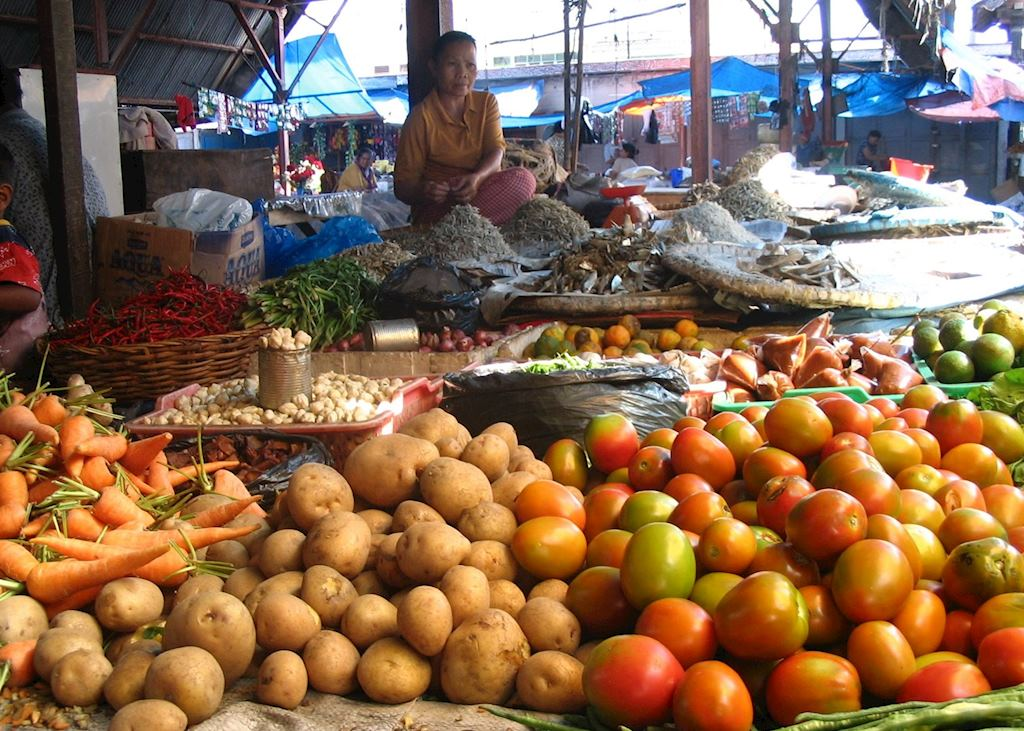 Indonesia, Sumatra, Parapat market