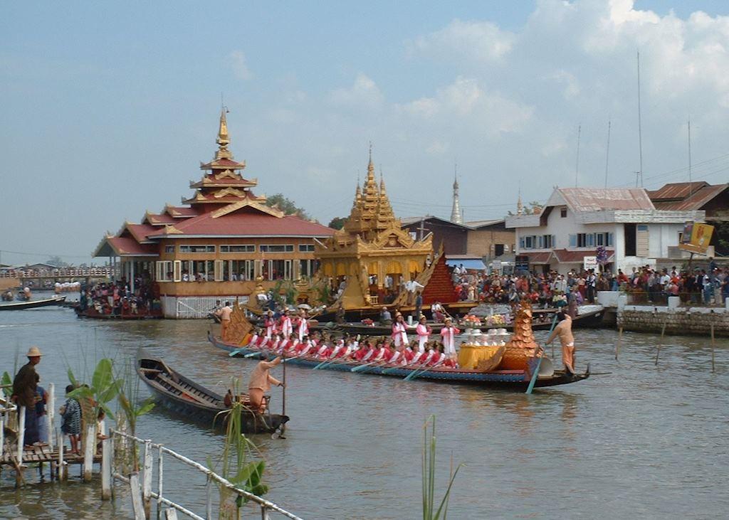 Phaung Daw Oo Pagoda Festival, Inle Lake