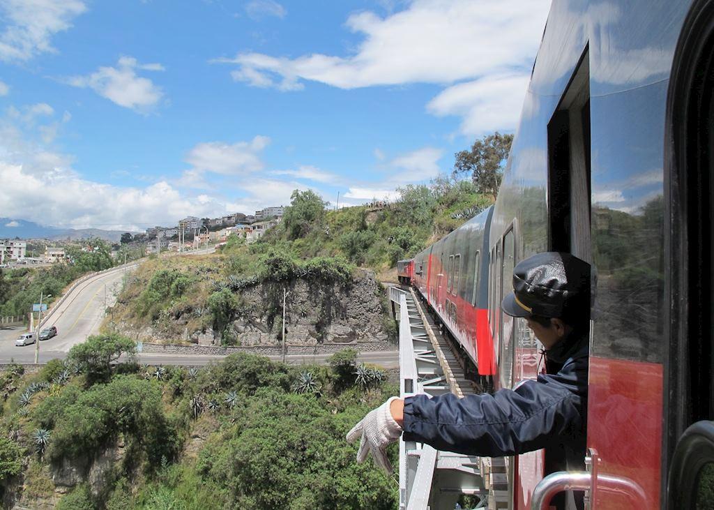 Tren Crucero pulling into Ambato