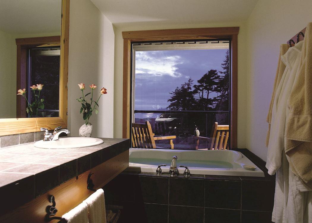 The pointe restaurant wickaninnish inn tofino canada - A Bathroom At The Wickaninnish Inn Tofino