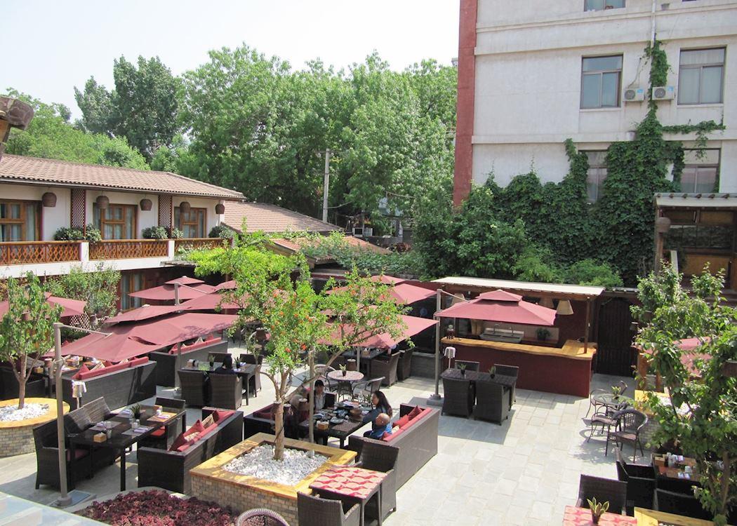 Red Wall Garden Hotel Courtyard