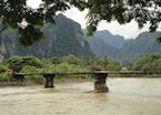 Bridge Crossing, Vang Vieng