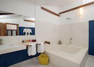 Suite bathroom at Villa Langka
