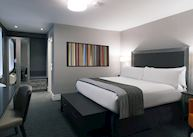 Standard queen room, Hotel Manoir Victoria