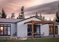 Ashley Mackenzie Villa at Sunrise, Mount Cook Lakeside Retreat, Twizel