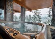Hot tub, Totem Chalet