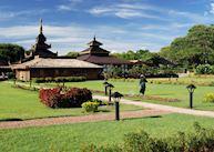 The gardens of the Thiripyitsaya Sanctuary Resort, Bagan
