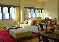One-Bedroom Suite, Uma Paro