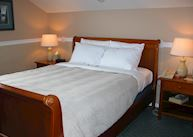 Queen Bed (with private bath), Copper Whale Inn, Anchorage