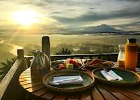Sunrise breakfast at Shangri-La Rasa Risa