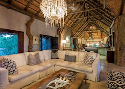 Leopard Hills Private Game Reserve, lodge lounge area