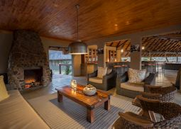 Arathusa Safari Lodge, lounge area