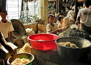 Spice sellers at Kalaw market
