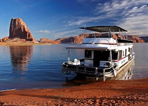Cruise boat on Lake Powell
