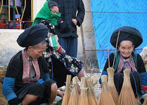 Dao Ao Dai women selling brooms