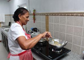 Making Samoussas, Mauritius