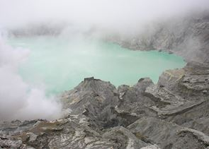 Ijen craterlLake, Ijen Plateau, Indonesia