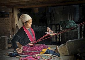 Palaung woman weaving, Kyaingtong (Kengtung)