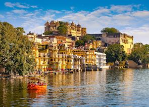 City Palace and Pichola lake in Udaipur, India