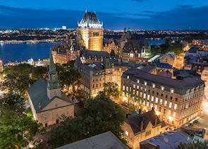 Québec at night