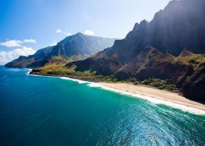 Long view of Napali coast, Kauai (Source: HTA / Tor Johnson)
