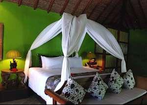 Kampong Lombok, Tugu Lombok, Sire Beach