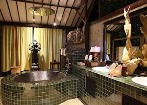 Shanghyang Jagatnata bathroom, Tugu Lombok, Sire Beach
