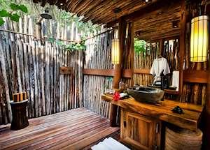 Kanatar outdoor bathroom, Nihiwatu Resort, Pantai Nihiwatu