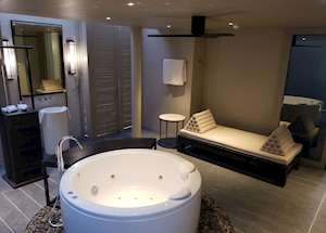 Ocean View Room Bathroom