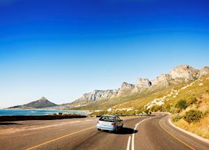 Road heading towards Cape Town, passing the Twelve Apostles