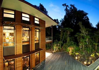 Scenic Te Waonui Forest Retreat