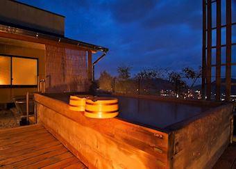 Outdoor rotemburo hot tub