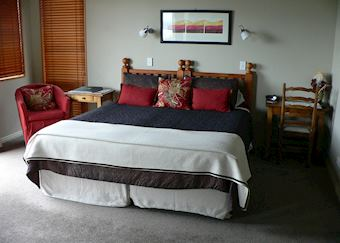 White Cliffs king suite, Tauhara Sunrise, Taupo