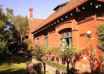 Buxton Manor, Adelaide
