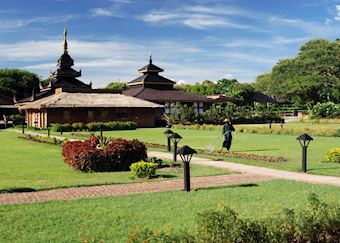 The gardens of the Thiripyitsaya Sanctuary Resort, Bagan