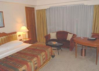 Deluxe Room, Cinnamon Grand, Colombo