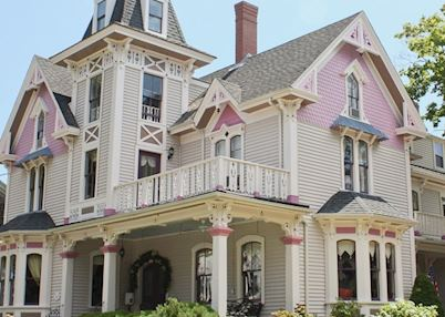 Belfry Inn and Bistro - The Painted Lady