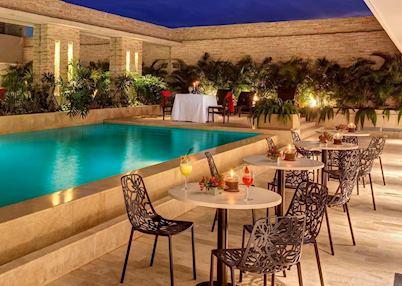 The pool and patio at Hotel Estelar, Yopal